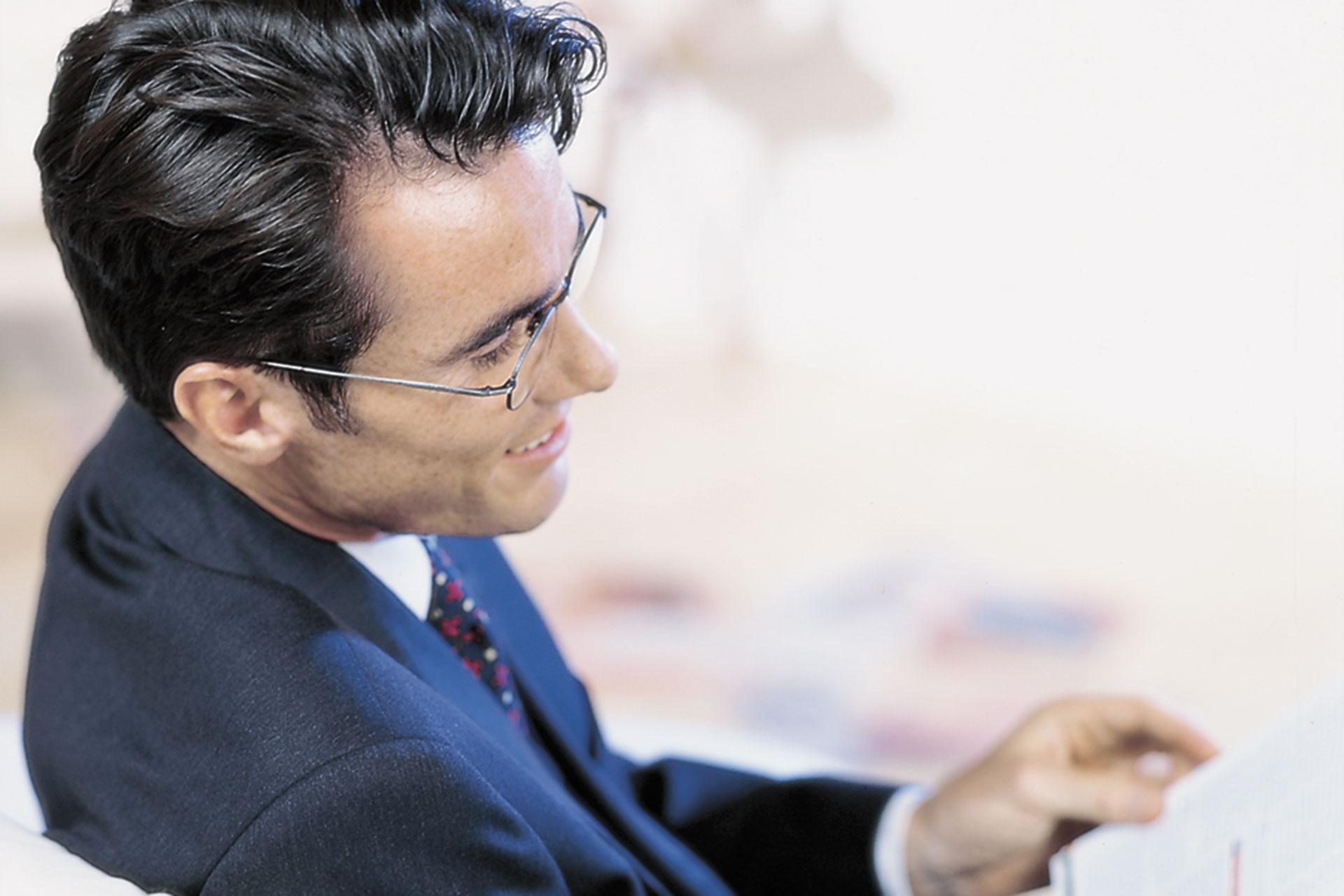 ec90309bc583b Zastanawiają się Państwo , czy muszą Państwo nosić okulary.